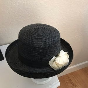 NWOT adult black straw hat with cream flower.